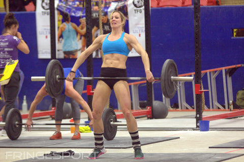woman doing clean and jerk