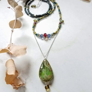 glass bead pendant and bead necklace handmade by impromptu jewelry