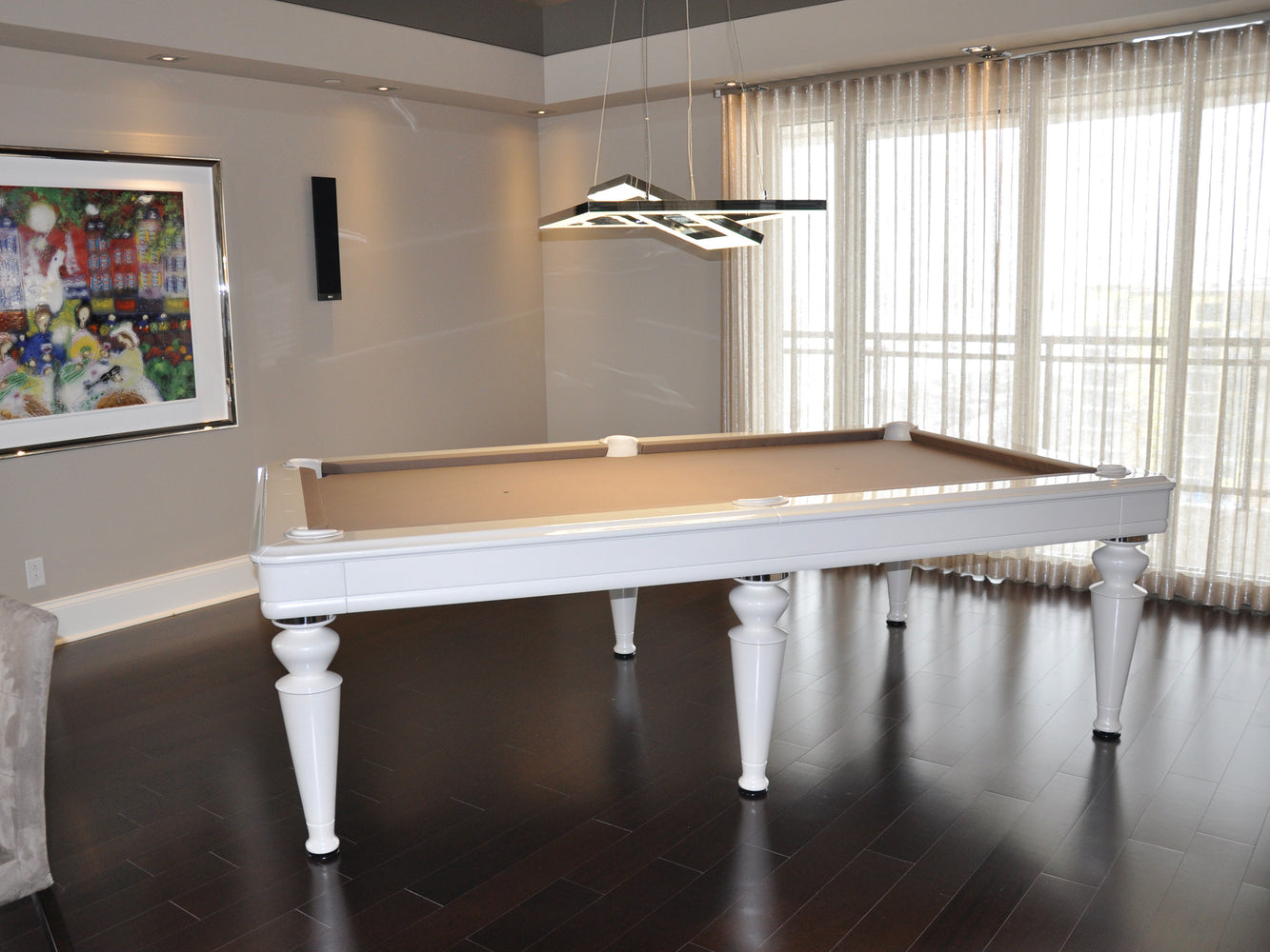 la condo venus dining pool table side view
