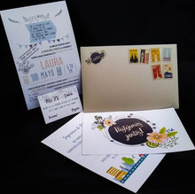 Load image into Gallery viewer, Invitaciones sobre con timbres postales