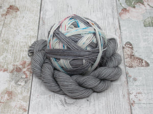 Self Striping Yarn in Charcoal and Speckles