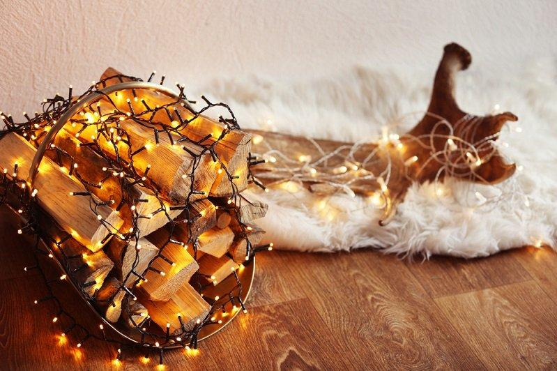 a great idea and the actual decor item itself is an electric garland
