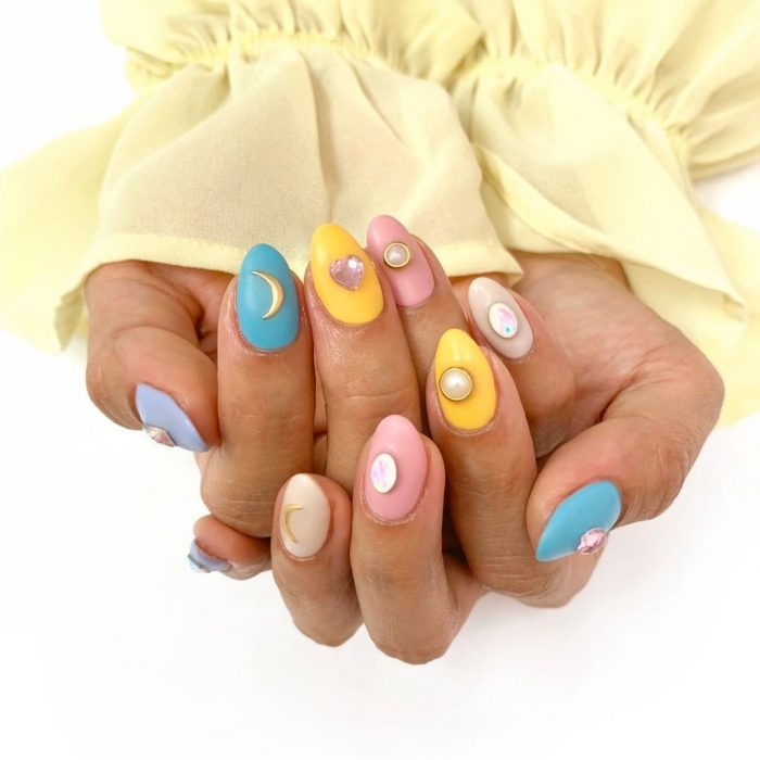If colored nails are not enough for you, you can diversify your manicure with something else.