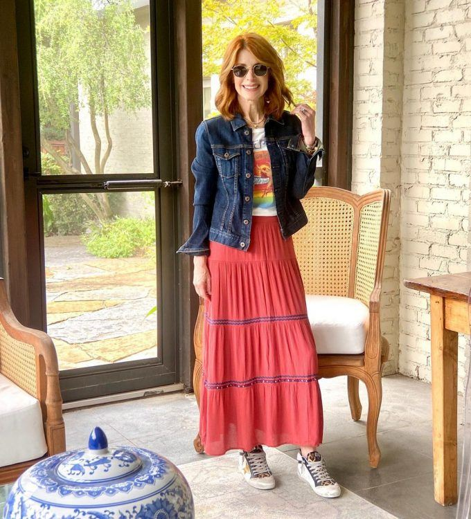 combines-a-denim-jacket-and-a-red-skirt