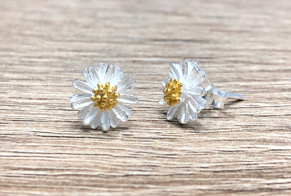 chamomile stud earrings