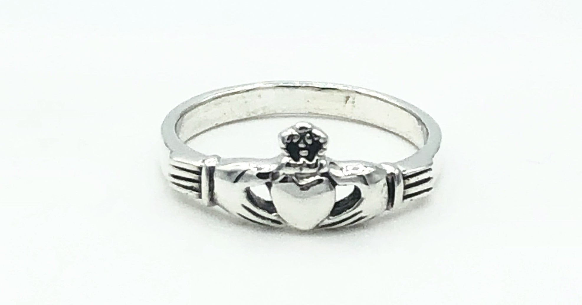 Charo Claddagh Ring