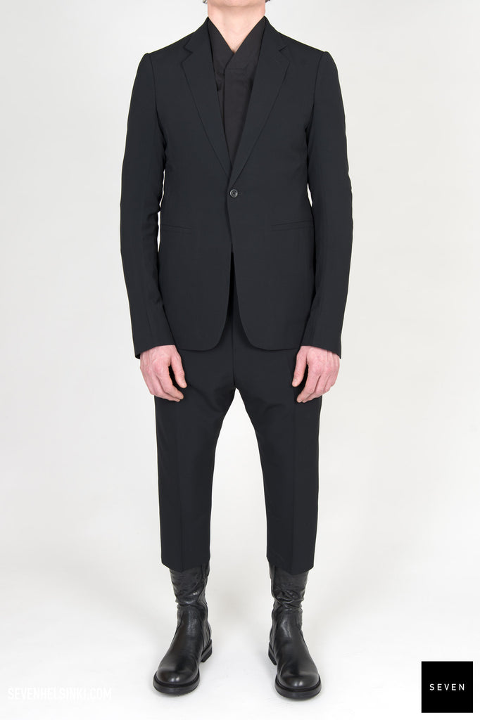 SOFT CROPPED SUIT