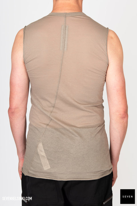 BASIC SLEEVELESS TEE