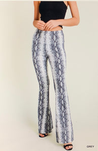 Snakeskin Flared Leggings in Gray
