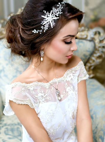 The wedding hair accessories from sea creatures are the perfect pieces for your destination or beach wedding that will look gorgeous against a wavy beach hairstyle