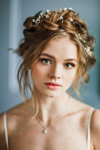 Wedding d7f4bfaa 60e0 44eb 979f ee01360bc850 large - Wedding Hairstyles And Make-Up For Beautiful Brides-To-Be
