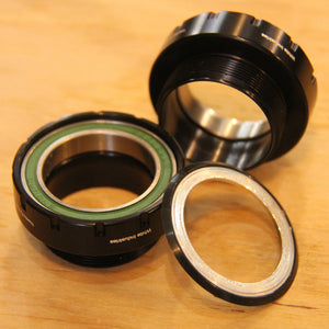 BSA BOTTOM BRACKET(BLACK)