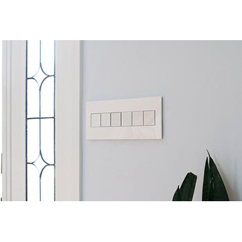 WALL PLATE, GLOSS WHITE-ON-WHITE