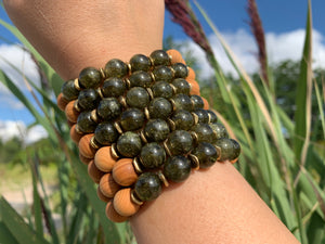 10mm Green Garnet Healing Crystal Gemstone & Sandalwood Bead Bracelet
