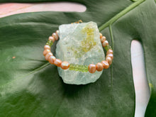 Load image into Gallery viewer, Fresh Water Pearl & Peridot Healing Crystal Gemstone Bracelet