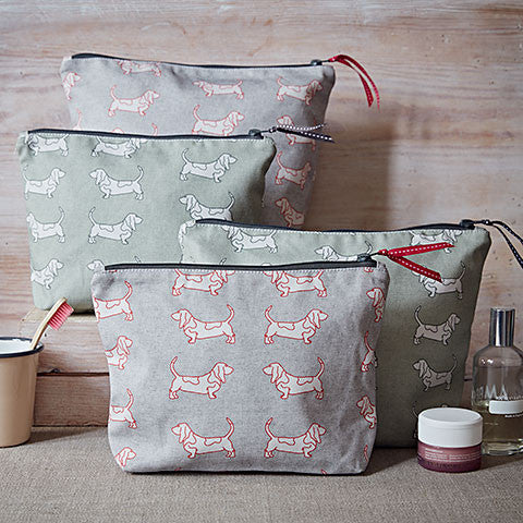 Basset Washbag