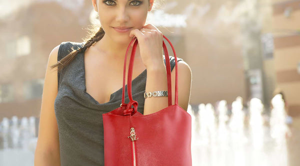 6 Type of Women According to the Way They hold handbags