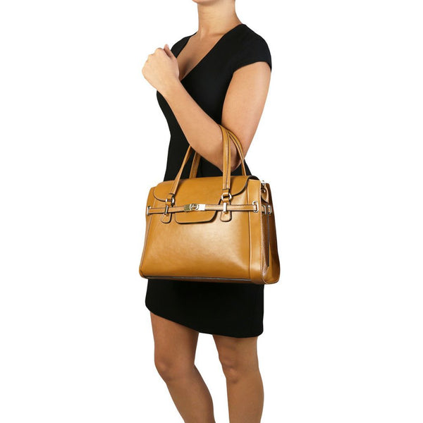 TL NeoClassic - Lady leather handbag with twist lock TL141230