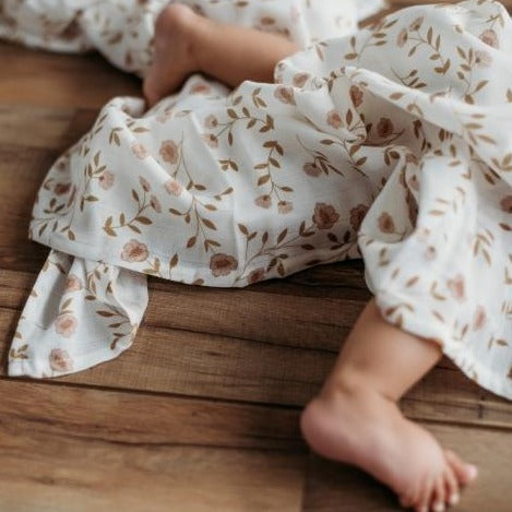 The Mini Scout | Swaddle | Wild Flower | White | White Fox & Co