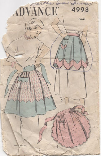 1940's Advance Scalloped or Gored Apron or Apron with Contrasting Band Pattern- Waist 24-26
