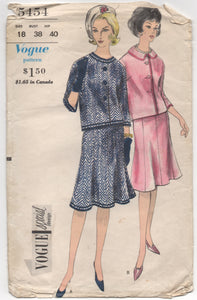 "1960's Vogue Special Design Suit with 8 Gore flared skirt with LABEL - Bust 38"" - No. 5454"