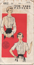 "1940's New York Blouse with Pin Tucks and Peter Pan Collar - Bust 32"" - UC/FF - No. 662"