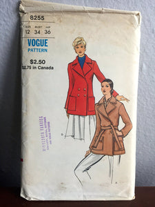 "1970's Vogue Short Trench Coat Pattern - Bust 34"" - No. 8255"