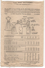 "1940's Advance Dirndl Day Dress with Pockets - Bust 32"" - No. 4253"