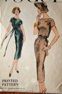 1950's Vogue Slim Dress with tie waist pattern - Bust 34 - no. 8981