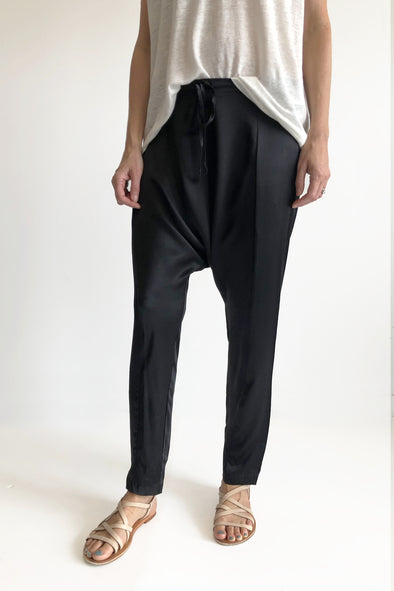 SILK HAREEM PANTS - BLACK - Tluxe