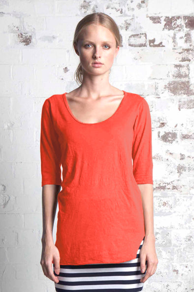 ORGANIC COTTON SCOOP HEM TOP - POPPY - Tluxe