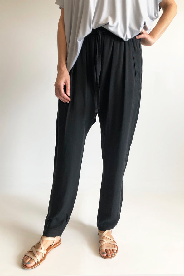 CUPRO WOVEN SLOUCH PANTS - BLACK - Tluxe