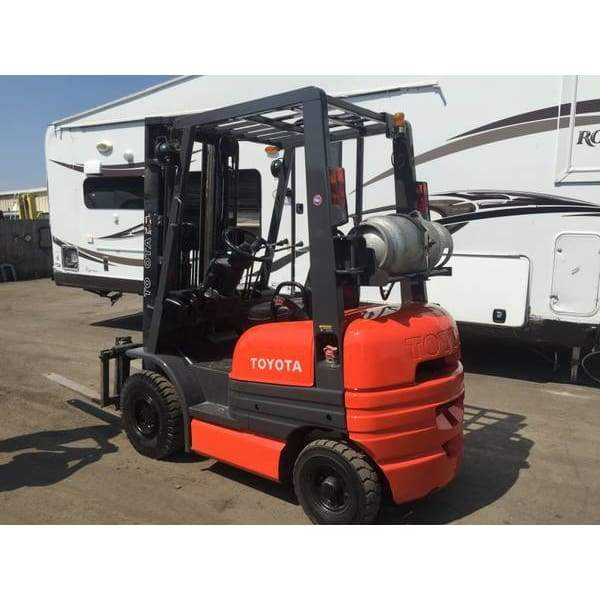 Toyota 42-6FGU15 3000LBS LPG Forklift Solid Pneumatic Tires 189 HT Side Shift - Forklifts