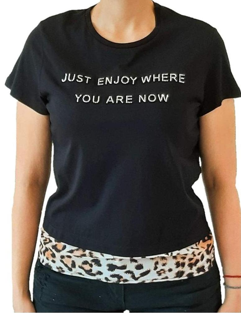 woman-wears-black-tshirt-with-leopar-details-at-the-bottom