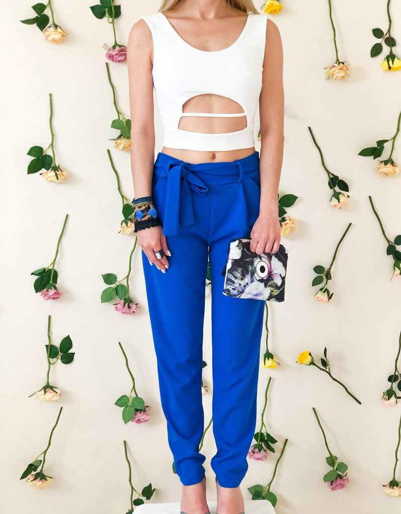 girl-wears-blue-trouser-with-bow-front