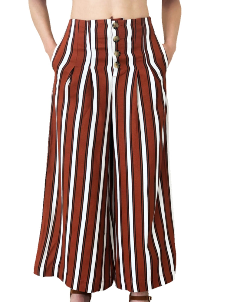 model-wears-a-brown-zip-kilot-with-stripes-white-background