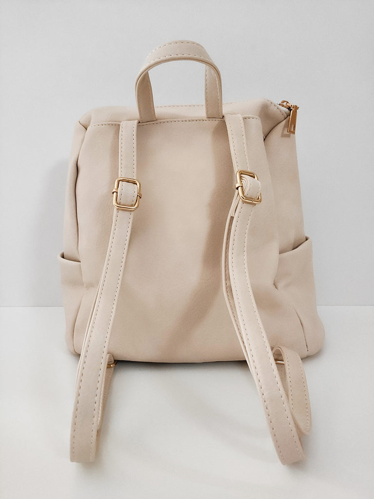 ivoir-backpack-with-double-zipper-backside-in-a-white-background