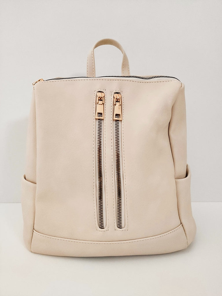 ivoir-backpack-with-double-zipper-frontside-in-a-white-background