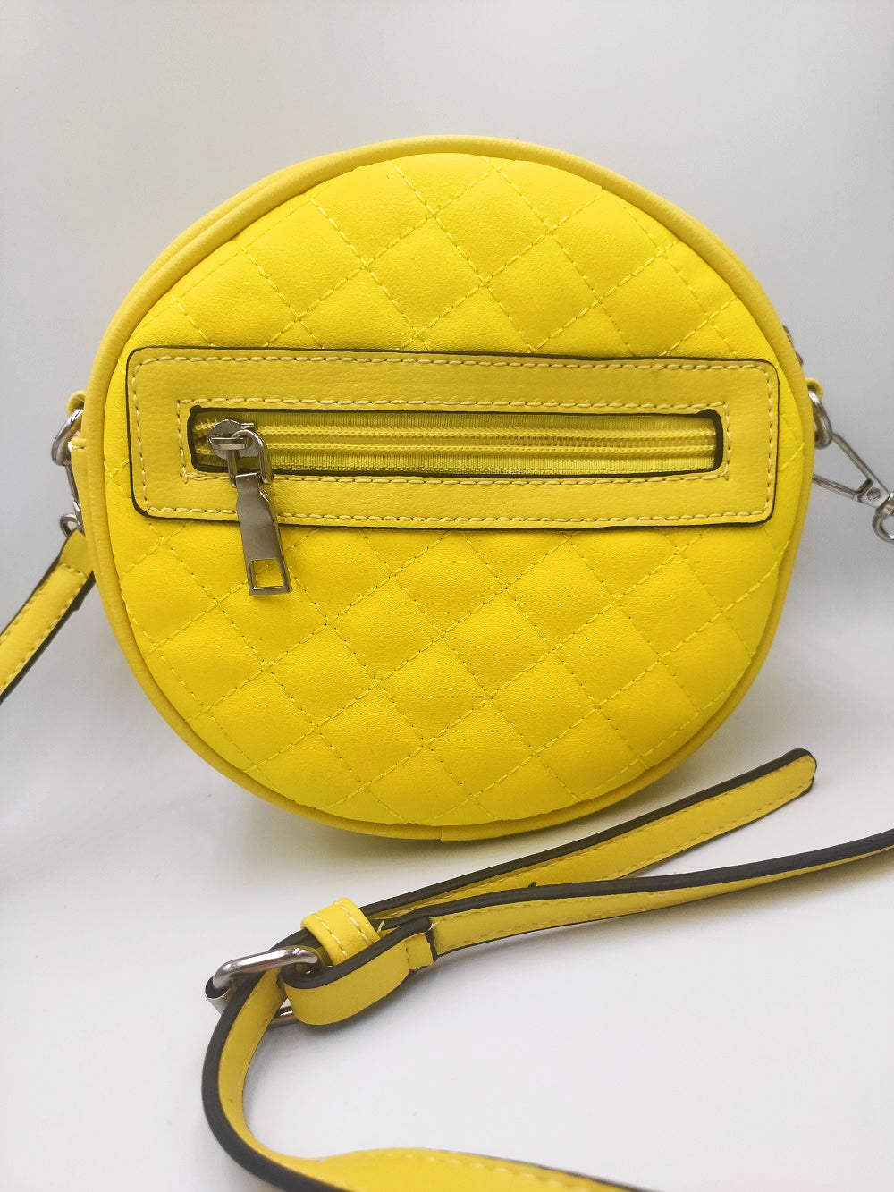 round-yellow-capitone-bag-frontide-grey-background