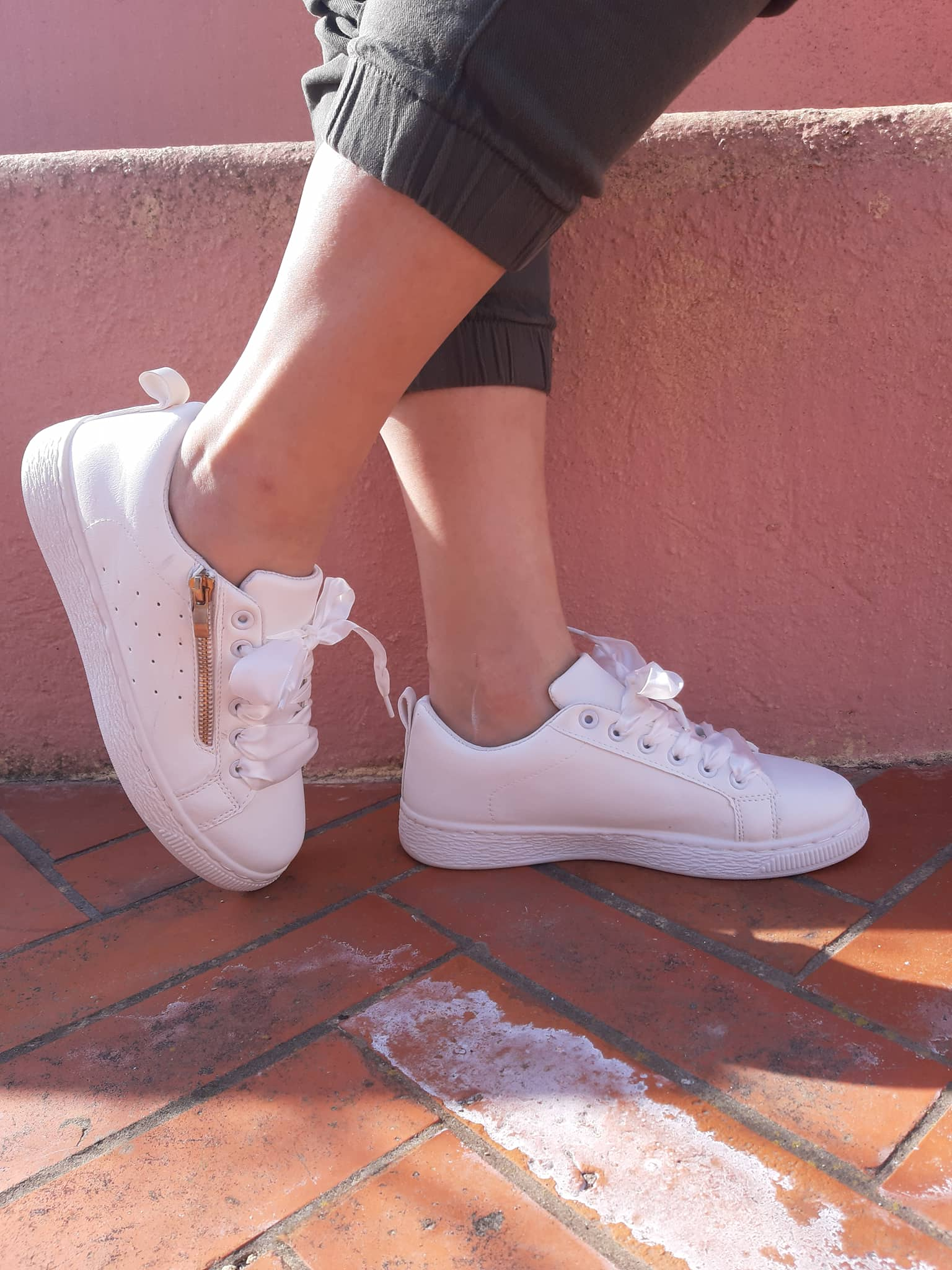 white-sneakers-with-gold-zipper-right-side