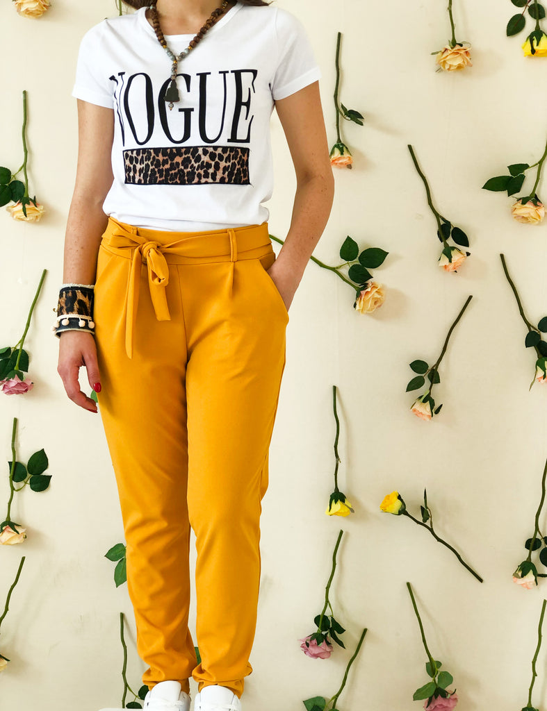 model-wears-a-yellow-trouser-with-bow-frontside