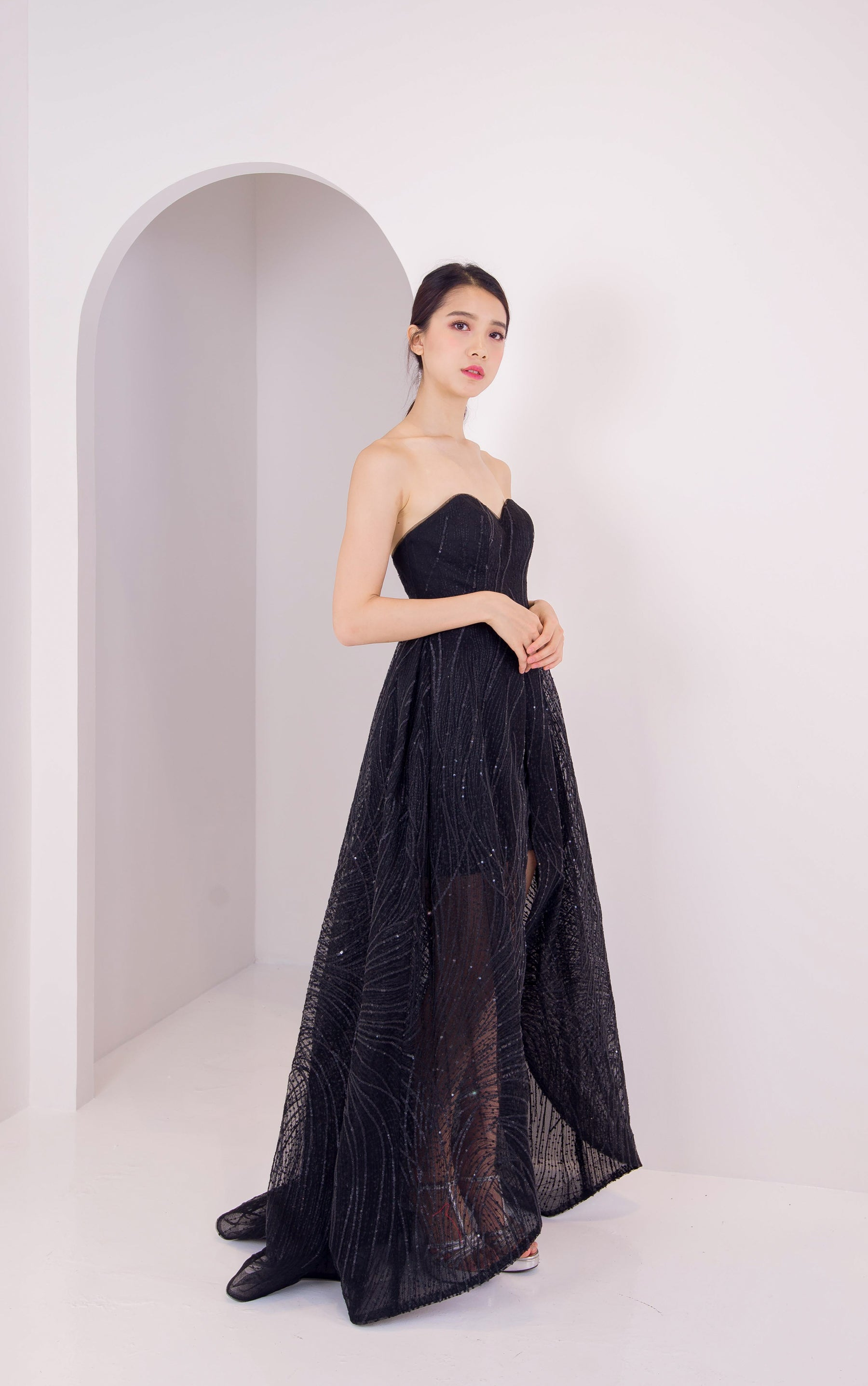 Viola Chan Black Lining Tube Gown