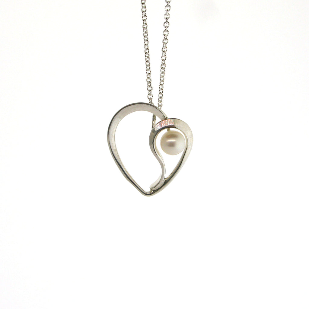 Dancing Heart Pearl Necklace
