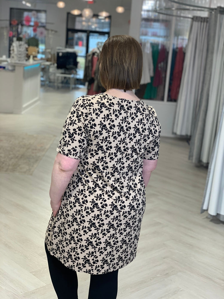 Load image into Gallery viewer, BOLD FLORAL PRINT TUNIC TEE