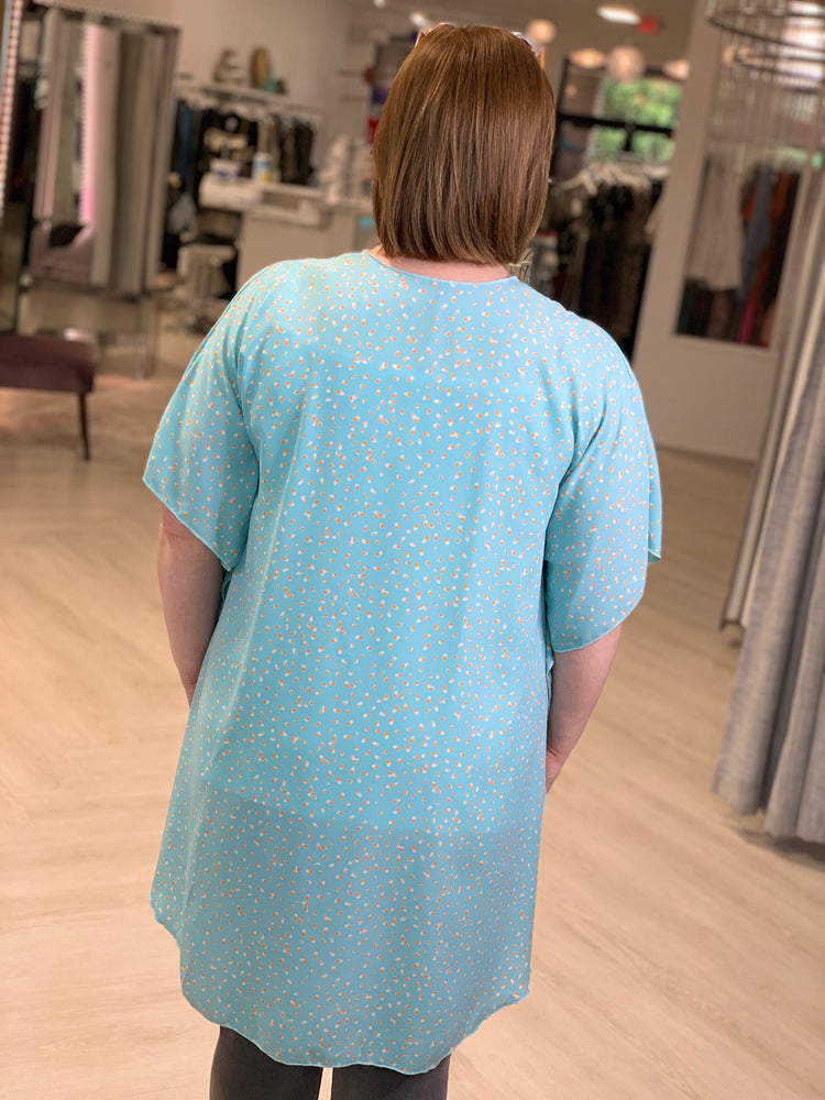 FLOWY KIMONO WITH AIRY COLORFUL PATTERN IN AQUA