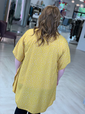 FLOWY KIMONO WITH AIRY COLORFUL PATTERN IN MUSTARD
