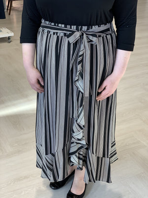 FLIRTY STRIPE MIDI SKIRT