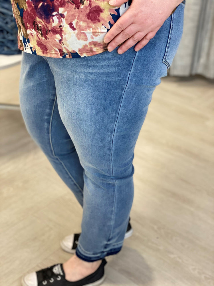 Load image into Gallery viewer, HIGH-RISE RELEASED HEM BOYFRIEND JEAN