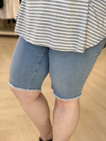LIGHT WASH FRAYED HEM BERMUDA SHORTS