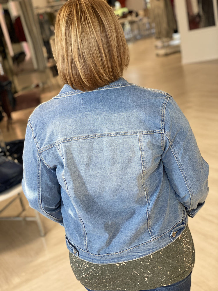 Load image into Gallery viewer, LIGHT WASH STRETCHY DENIM JACKET
